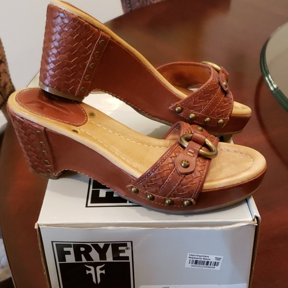 e9627fba9f3d9a Frye Shoes - FRYE Leather Isabelle Ring Slide Sandal in Cognac